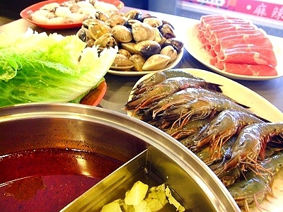 Spicy Hot Pot with fresh seafood tastes better (Winter Hot Pot Lovers)